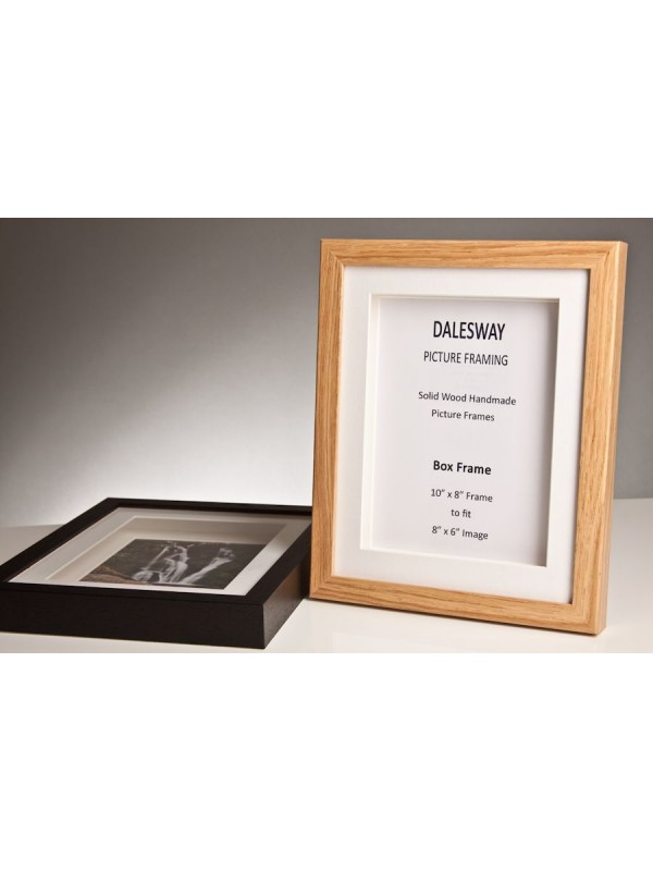 oak box frame 20 mm x 35 mm deep including 2 white mounts